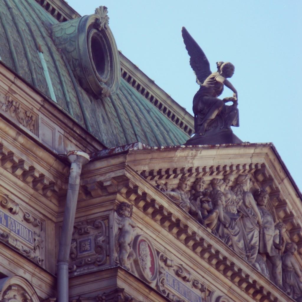 St. Petersburg, the city of the golden reflexes