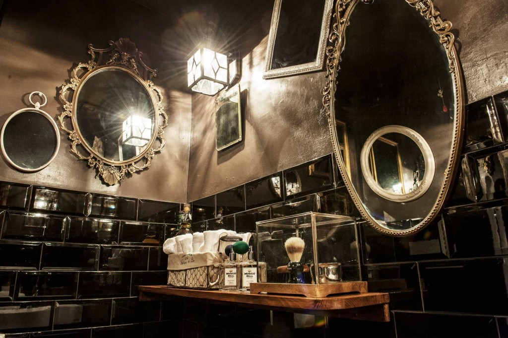 BackDoor 43, the smallest bar in the world